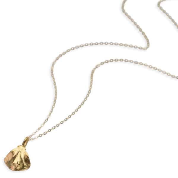 stingray necklace gold closer