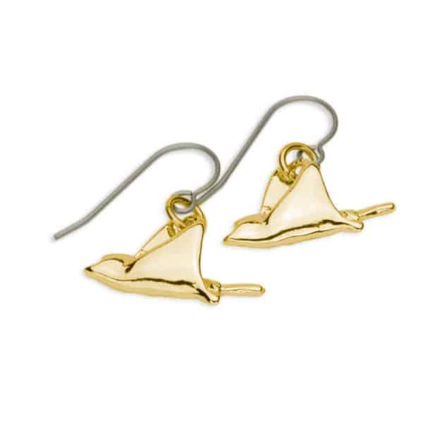 Eagle ray drop earrings, gold